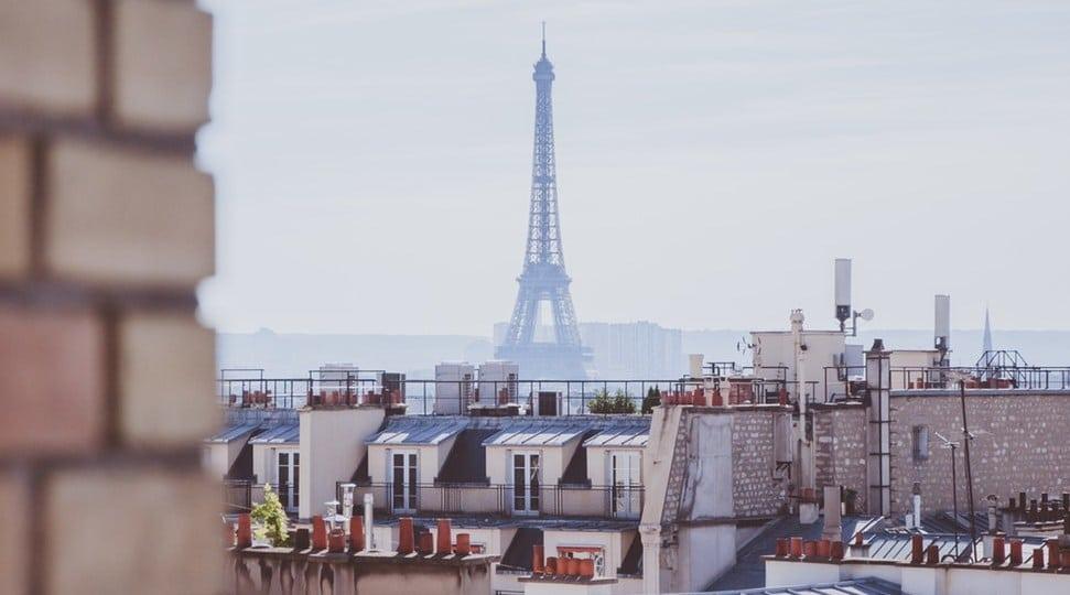 Το Παρίσι των αντιθέσεων που μισούμε να αγαπάμε