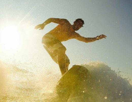 Wakesurfing, ένας εναλλακτικός τρόπος να δαμάσεις τα κύματα