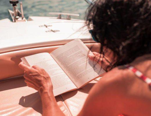5 βιβλία για να πάρεις στην παραλία!
