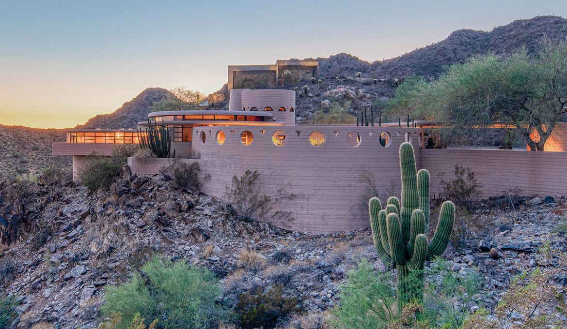 Frank Lloyd Wright's Norman Lykes House.Photos-Heritage Auctions