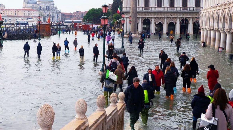 Η πλημμύρα της Βενετίας μέσα από το φωτογραφικό φακό