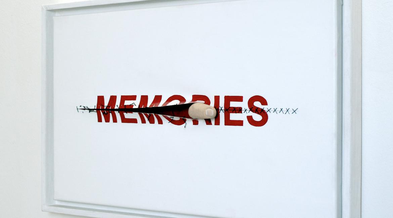 O Anatol Knotek και τα installations που παίζουν με τις λέξεις