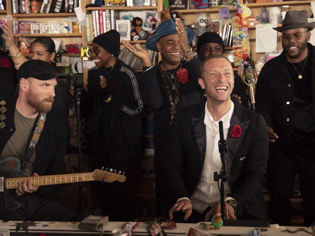 Oι Coldplay ερμηνεύουν το 1999 του Prince στη μικρή τους συναυλία για το Tiny Desk