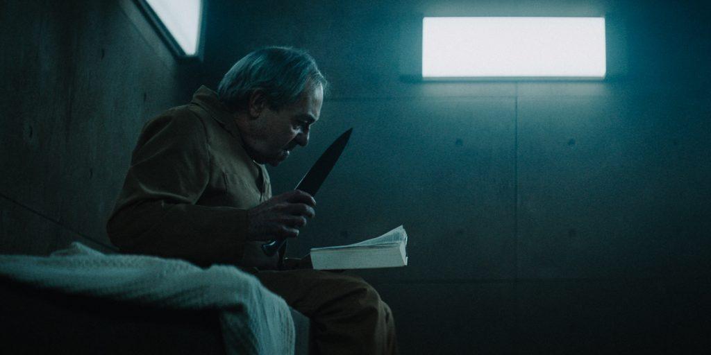 """""""Η Πλατφόρμα"""", η νέα ταινία του απέκτησε το Netflix, προσομοιάζει το σύγχρονο κόσμο και το άνισο ταξικό σύστημα συνδυάζοντας horror στοιχεία με sci fi."""