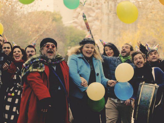 Θεατρική ατζέντα: Όλες οι παραστάσεις που μπορείς να δεις με ένα κλικ μένοντας σπίτι