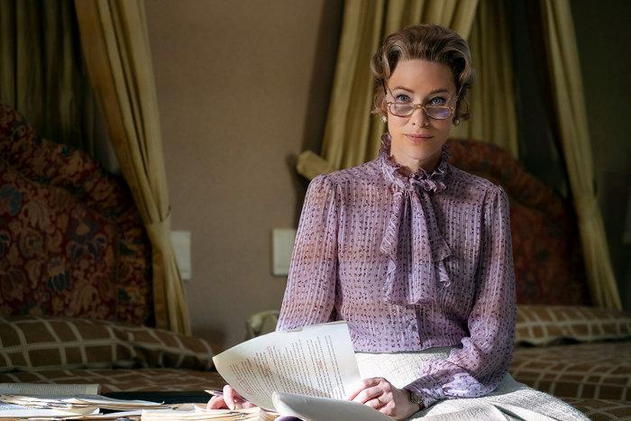 """6 λόγοι να ξεκινήσεις σήμερα τη σειρά """"Mrs. America"""""""