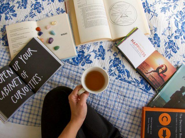 6 βιβλία που θα διαβάσεις αν σου έλειψαν τα ταξίδια1