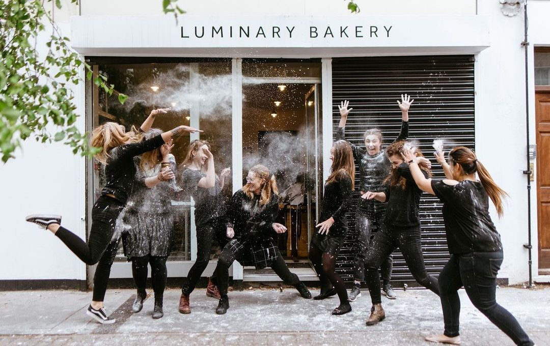 Στο Luminary bakery «πλάθουν» ζωές με προοπτική