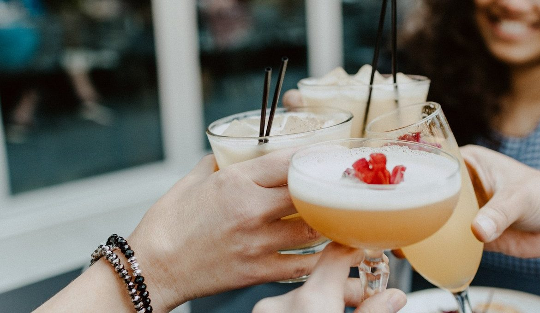 Ta καλύτερα spots για καλοκαιρινά cocktails στη Θεσσαλονίκη
